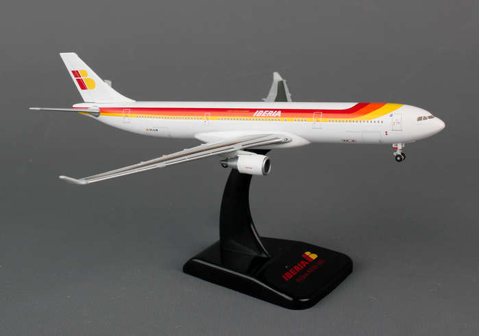 Iberia A330-300 EC-LUK (1:400), Hogan Wings Collectible Airliner Models Item Number HG5422