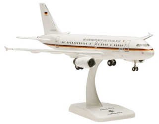 Luftwaffe A319 (1:200) with Gear 15-01, Hogan Wings Collectible Airliner Models Item Number HGLW01