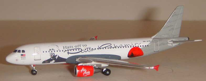 "Air Asia A320 ""Hats Off to Dato Pahamin"" ~9M-AFM (1:400) by Phoenix 1:400 Scale Diecast Aircraft Item Number PH4AXM517"