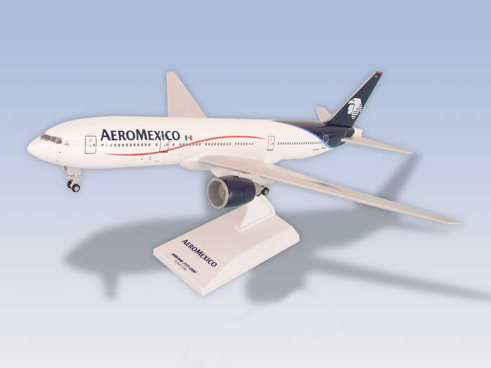 "Aeromexico B777-200ER ""New Livery"" W/gear (1:200), SkyMarks Airliners Models Item Number SKR270"