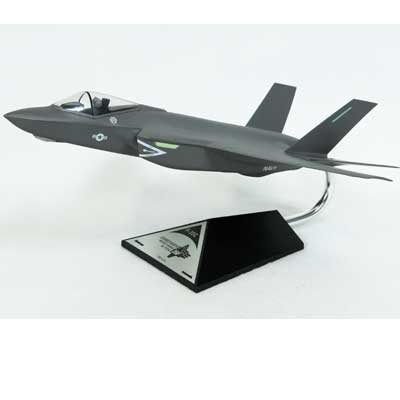 "F-35C USN Carrier Version ""Clear Cockpit"" (1:48), Executive Series Display Models Item Number CF035CNCCTP"