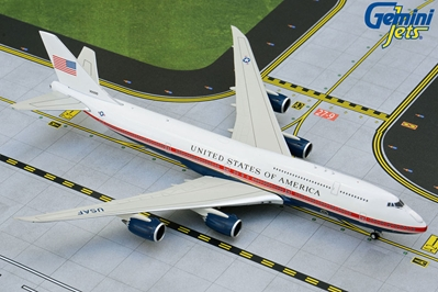 U.S. Air Force One B747-8 30000 new red, white, blue livery (1:200)